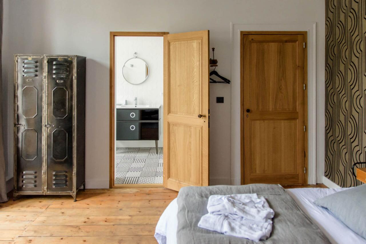 décoration vintage industriel chambre d'hôtes de charme grand lit charente maritme