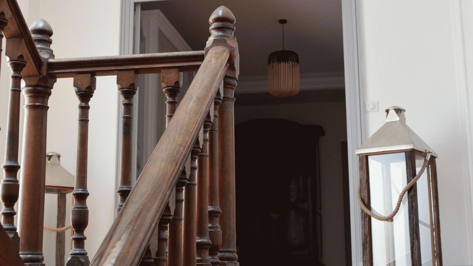 Escalier permettant l'accès aux chambres décoration chambres d'hôtes l'Esprit du 8 Rochefort