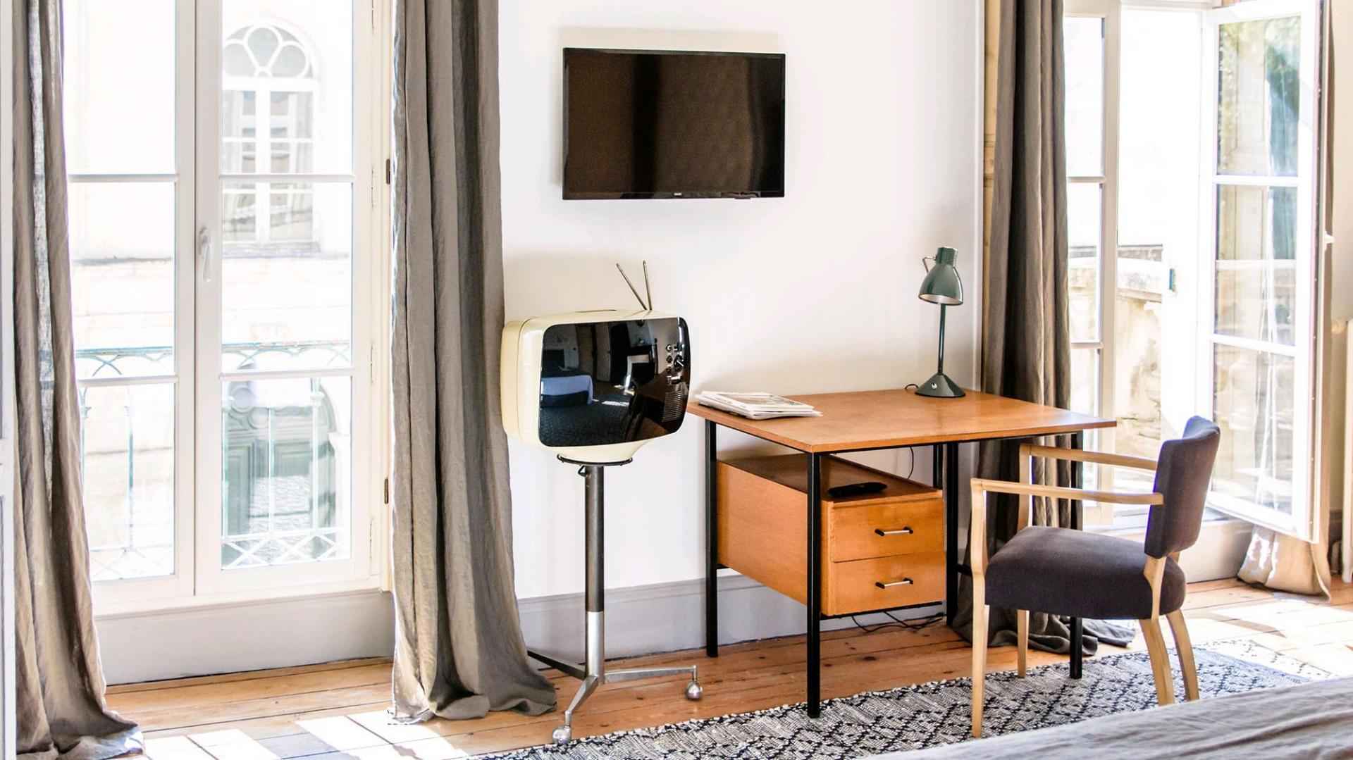 Bureau/télé de la chambre Ray Eames