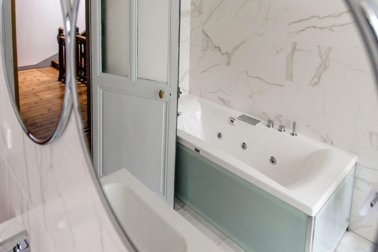 baignoire balnéothérapie chambre d'hôtes de charme salle de bain baignoire balnéothérapie Rochefort sur mer jardin et piscine