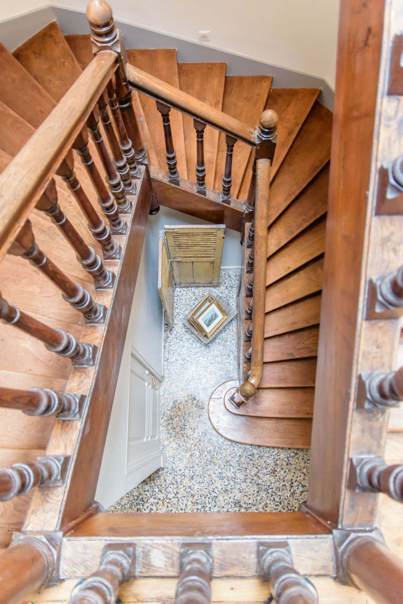 décoration escalier chambre d'hôtes vintage charente maritime
