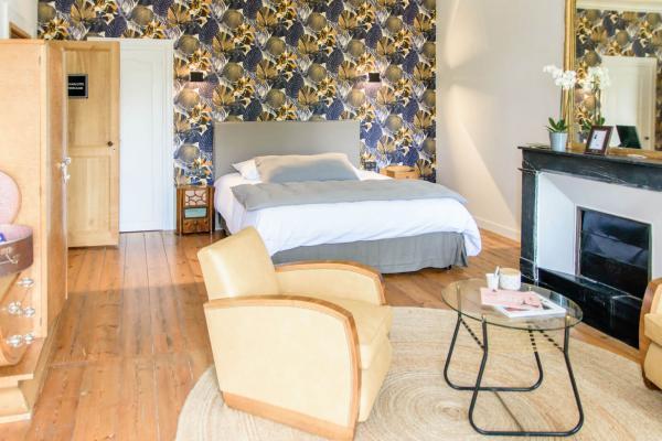 lit king size 180x200 chambre d'hôtes de charme jardin et piscine Rochefort sur mer charente maritime