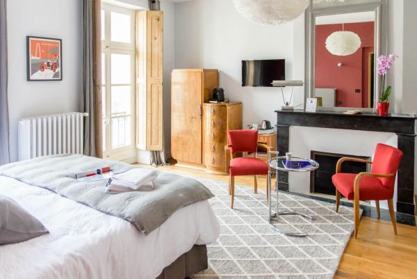 Chambre d'hôtes de charme design Rochefort en charente maritime avec salle de bain ouverte, piscine et jardin