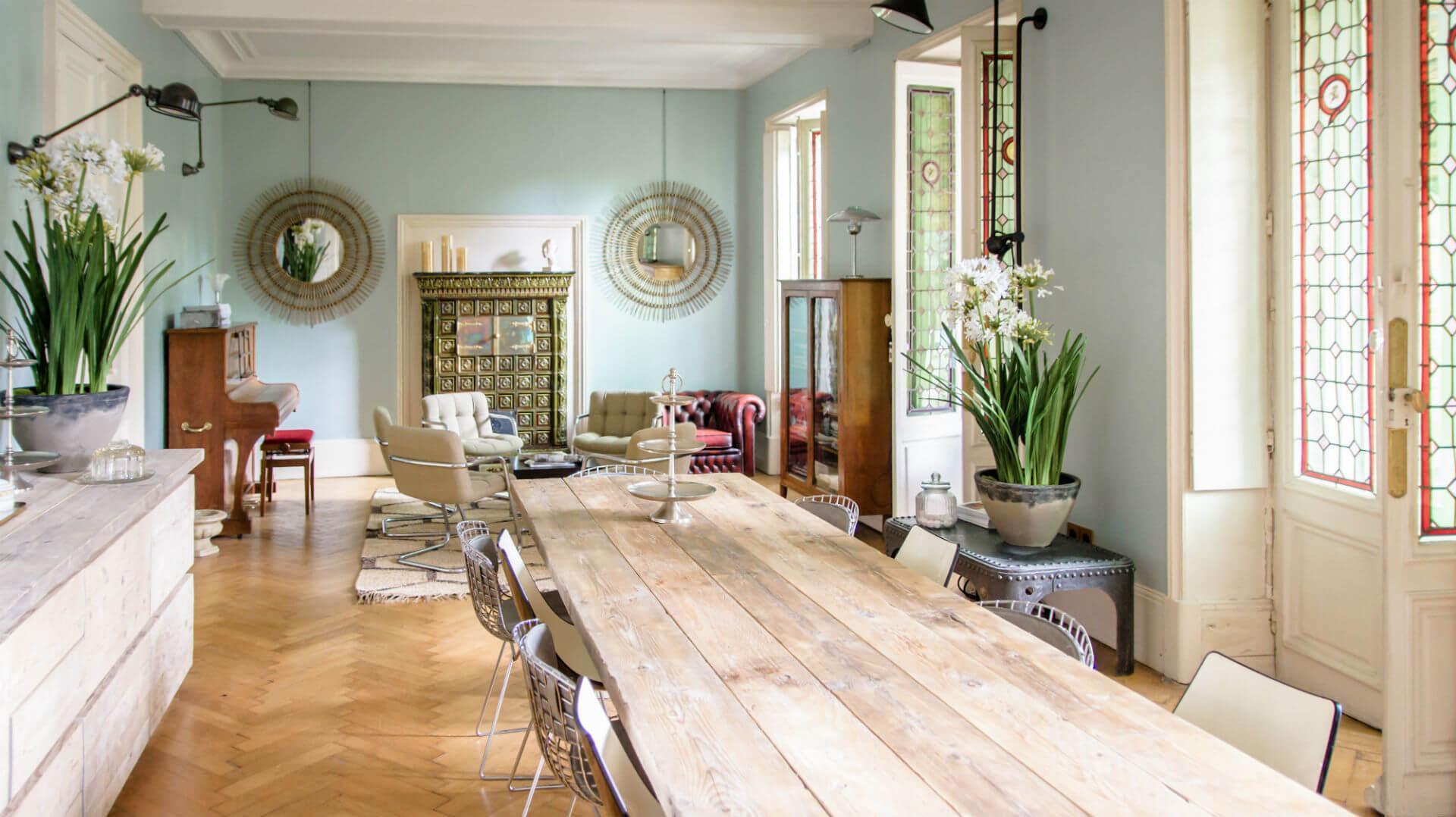 Salle du petit déjeuner chambres d'hôtes l'Esprit du 8 Rochefort